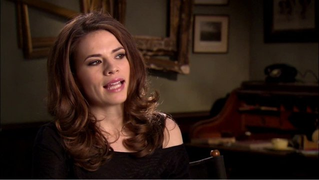 Hayley Atwell - Peggy Carter - über Ihre Rolle 2 - OV-Interview Poster