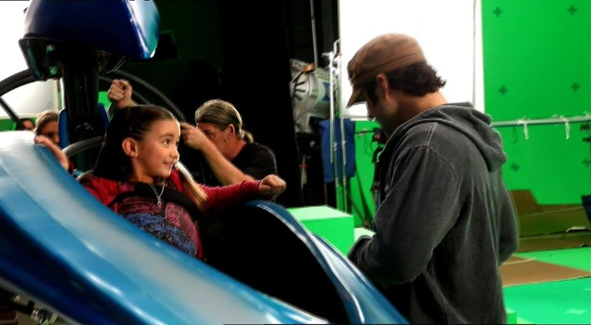 RowanBlanchard in der Flugkapsel - Making Of Poster