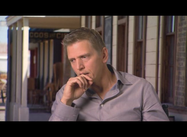 Barry Pepper (Lucky Ned Peppe) über Matt Damon - OV-Interview Poster