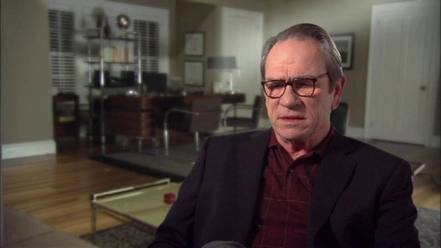 Tommy Lee Jones (Arnold) über Kays Motivation und Arnolds Reaktion - OV-Interview Poster