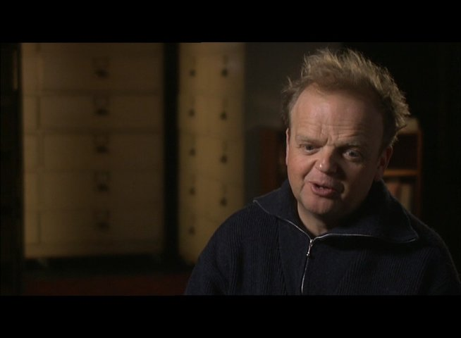 TOBY JONES -Percy Alleline- über Smiley II - OV-Interview Poster