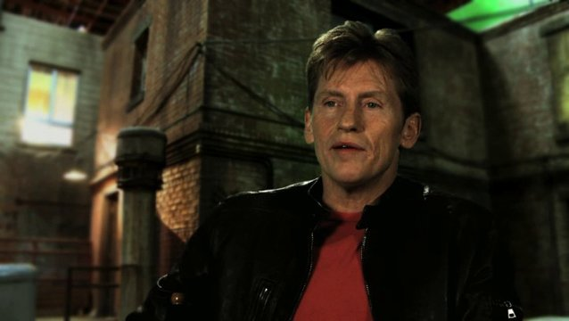 Denis Leary über Emma Stone - OV-Interview Poster