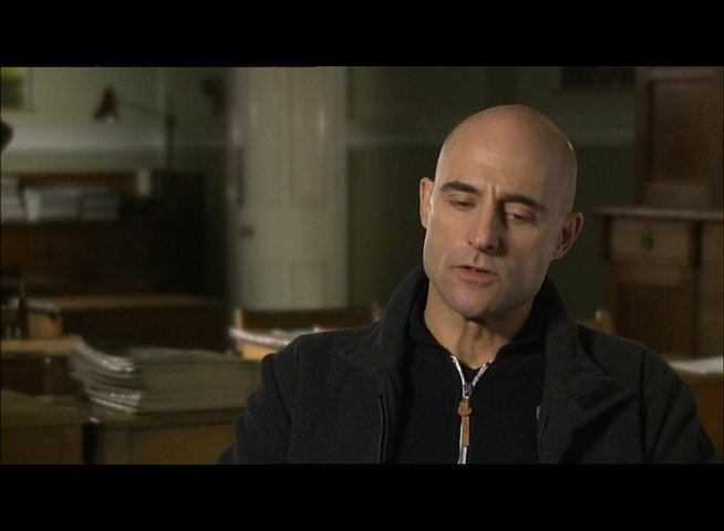 MARK STRONG -Jim Prideaux- über die Skalpjäger - OV-Interview Poster