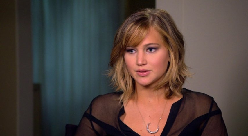 Jennifer Lawrence - Katniss Everdeen - über die Geschichte - OV-Interview Poster