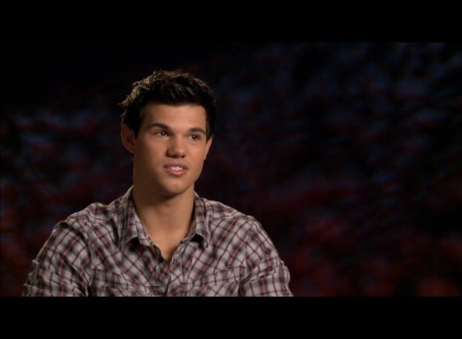 Taylor Lautner (Jacob Black) - über Stephenie Meyer - OV-Interview Poster