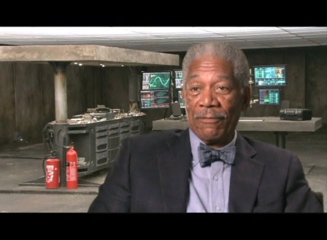 Interview mit Morgan Freeman (Lucius Fox) - OV-Interview Poster