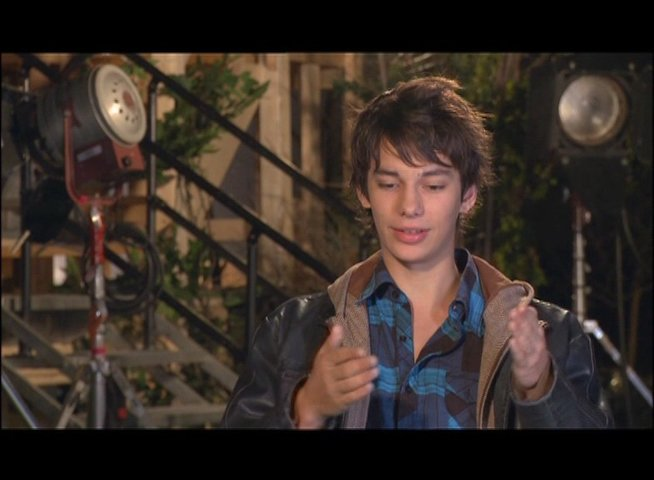 Devon Bostick - Roderick Heffley - über die Bücher - OV-Interview Poster