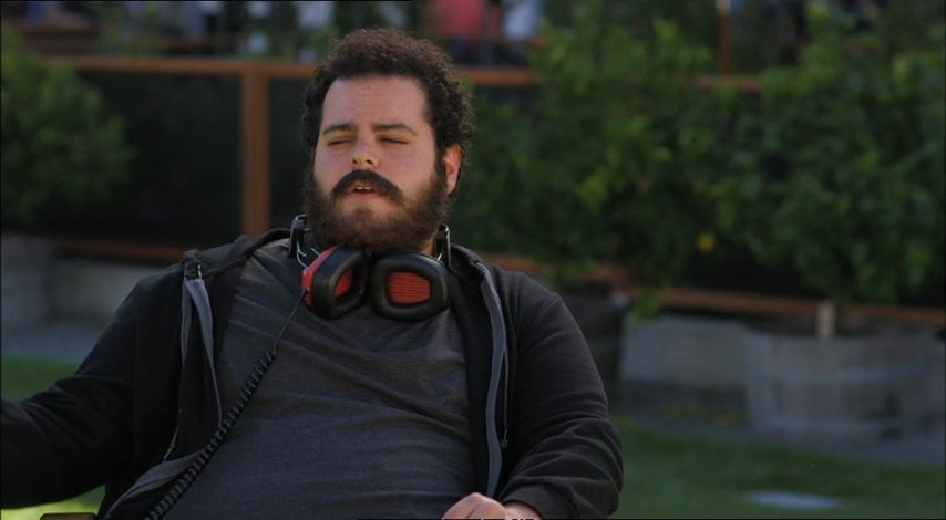 Josh Gad - Headphones  über Googles Rolle in dem Film - OV-Interview Poster