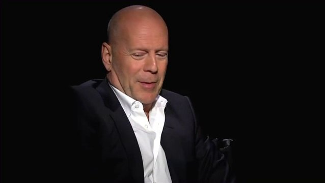 Bruce Willis - Frank - über den Spaß, den Anthony Hopkins an seinem Charakter hat - OV-Interview Poster