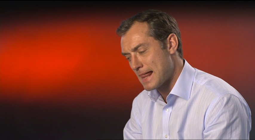 Jude Law (Michael Daly) über seine Rolle - OV-Interview Poster