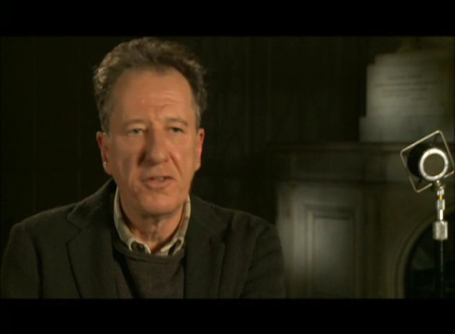 Geoffrey Rush (Lionel Logue) über den Regiesseur Tom Hooper - OV-Interview Poster