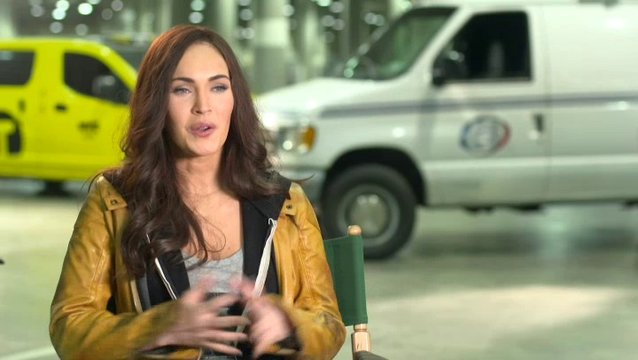 Megan Fox - April ONeil - über Leonardo - OV-Interview Poster
