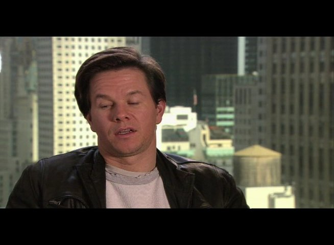 "Mark Wahlberg - ""Terry Hoitz"" über den Humor des Films - OV-Interview Poster"
