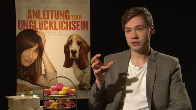 David Kross - Benno - über das Ensemble - Interview Poster