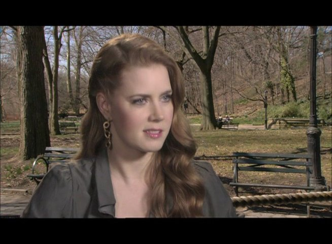 Amy Adams - über ihre Rolle - OV-Interview Poster