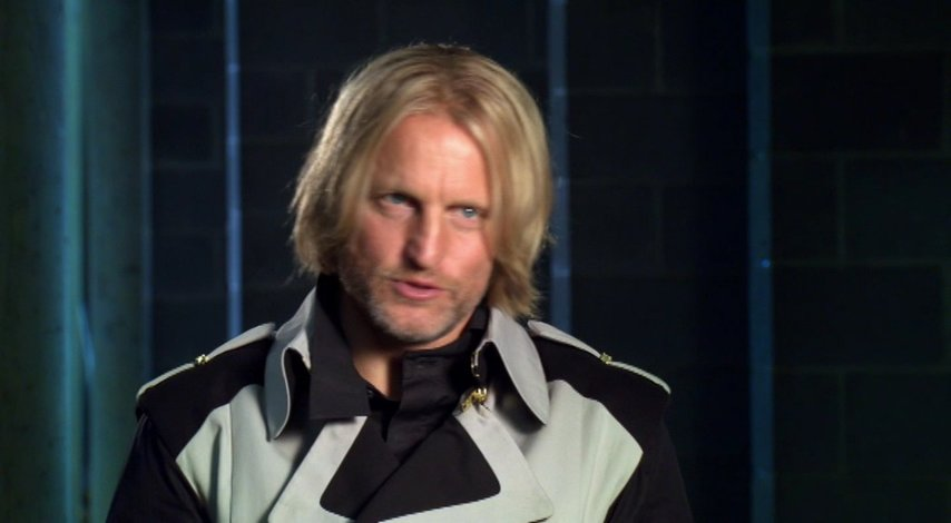 Woody Harrelson - Haymitch Abernathy - über den Spaß am Set - OV-Interview Poster