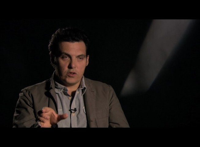 "Joe Wright (Regie) über Saorsies ""Verwandlung"" in Hanna - OV-Interview Poster"