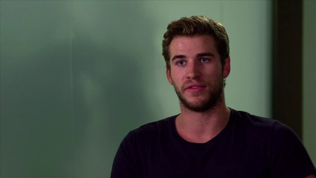 Liam Hemsworth - Adam Cassidy - über Adam - OV-Interview Poster