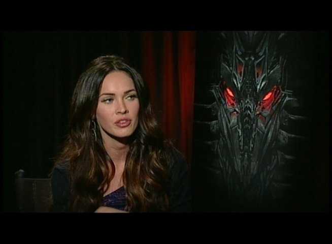 Megan Fox (Mikaela) über ihre Stunts - OV-Interview Poster