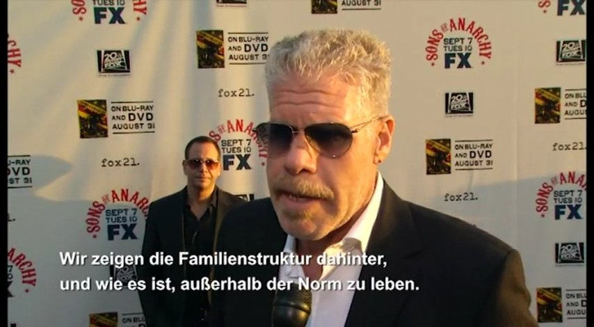 Launch Season 2 - Interview mit Ron Perlman Poster
