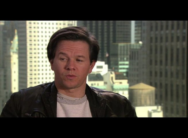 "Mark Wahlberg - ""Terry Hoitz"" über seine Rolle* - OV-Interview Poster"