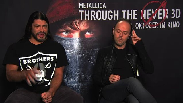 Robert Trujillo über das Spielen auf der Through The Never-Bühne - OV-Interview Poster
