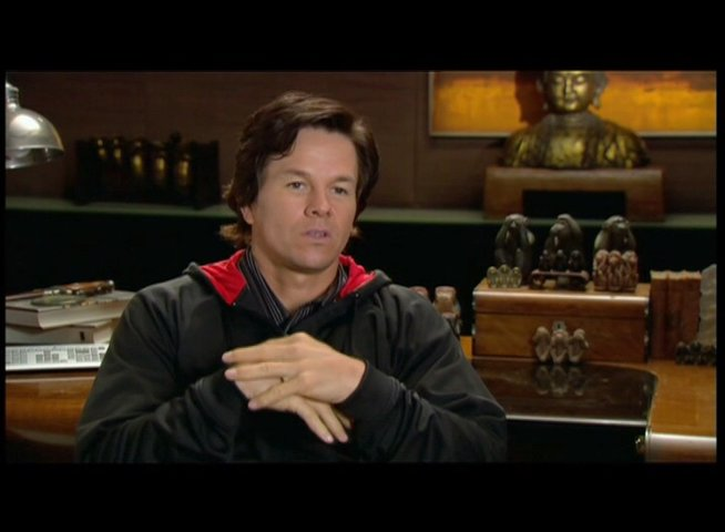 Mark Wahlberg über die Improvisation am Set - OV-Interview Poster
