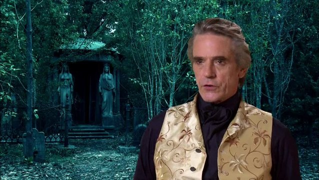 Jeremy Irons (Macon Ravenwood) über den Reiz an der Rolle - OV-Interview Poster