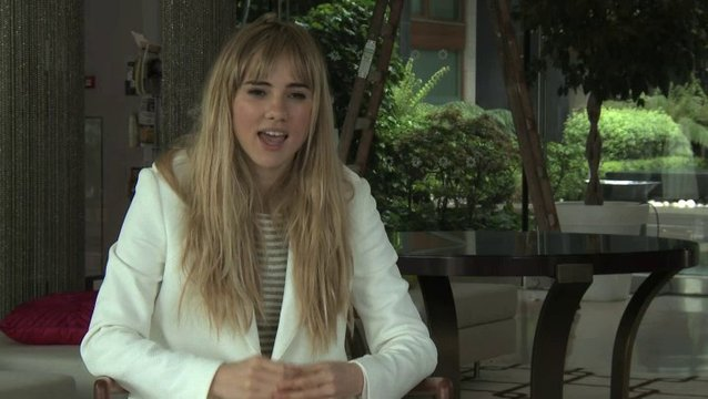 Suki Waterhouse über Regisseur Christian Ditter - OV-Interview Poster