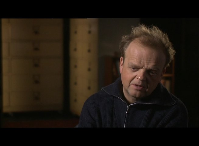 TOBY JONES -Percy Alleline- über Smiley I - OV-Interview Poster