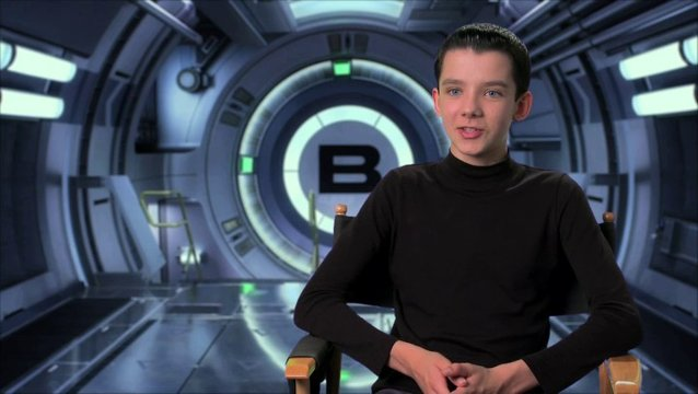 Asa Butterfield über Harrison Ford - OV-Interview Poster