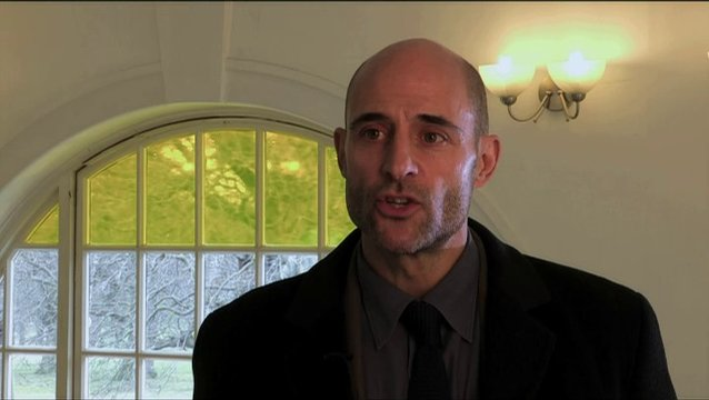 Mark Strong über Christines eigene Welt - OV-Interview Poster