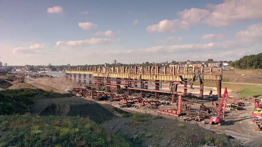 """Filmszene aus dem Film """"Göttliche Lage"""" auf welchem eine Baustelle zu sehen ist / Foto: Screenshot"""