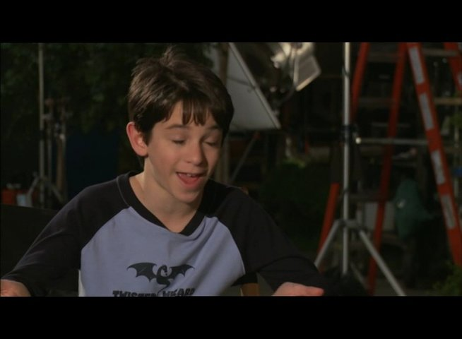 "Zachary Gordon - ""Greg Heffley"" / über den neuen Charakter ""Holly Hills"" - OV-Interview Poster"