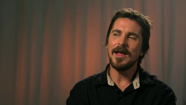 Christian Bale - Irving Rosenfeld -  über das Improvisieren am Set - OV-Interview Poster