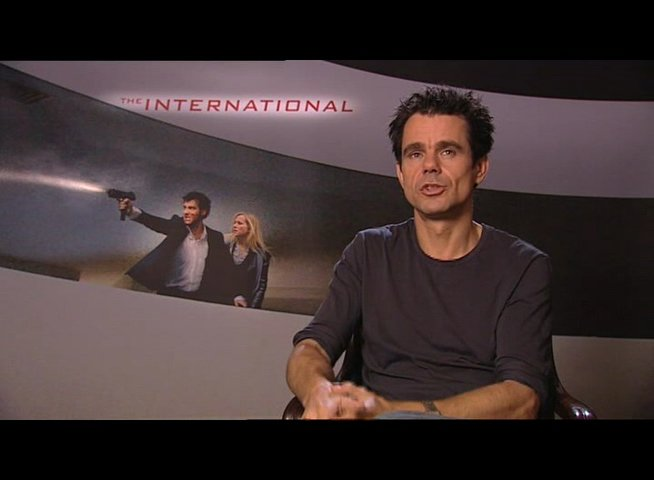 Tom Tykwer über das Genre - Interview Poster