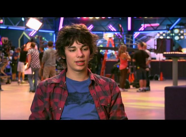 "Devon Bostick - ""Rodrick Heffley"" / über den Film als Film für alle Altersgruppen - OV-Interview Poster"