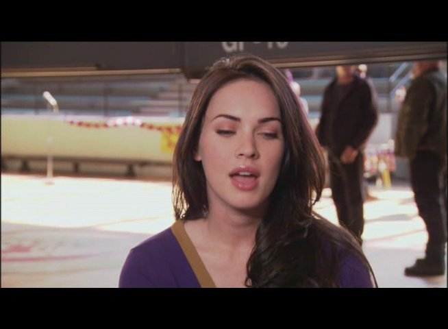 "Megan Fox - ""Jennifer Check"" über ihre Rolle - OV-Interview Poster"