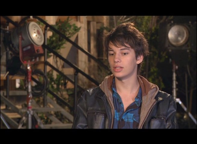 Devon Bostick - Roderick Heffley - über Roderick Heffley - OV-Interview Poster