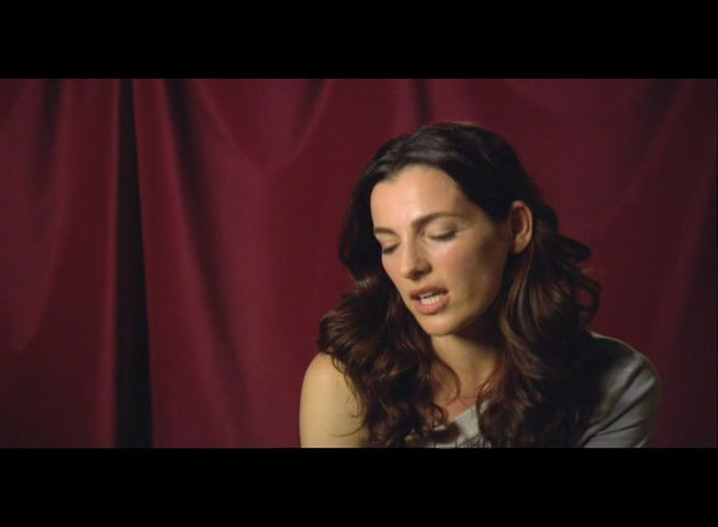 "Ayelet Zurer (""Vittoria Vetra"") über Tom Hanks - Interview Poster"