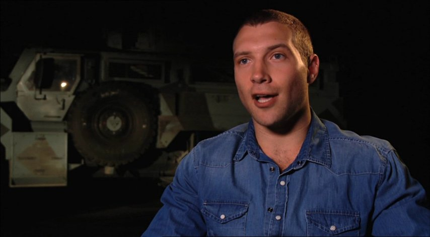 Jai Courtney (Jack McClane) über die Rolle von Bruce Willis - OV-Interview Poster