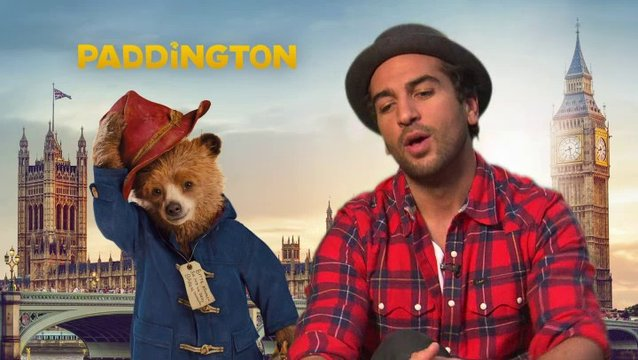 Elyas Mbarek - Stimme von Paddington - über Paddingtons Schild - Interview Poster