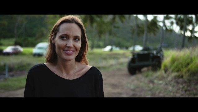Angelina Jolie über Jack O Connell - OV-Interview Poster