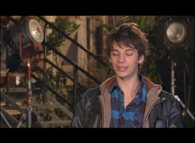 Devon Bostick - Roderick Heffley - über Zachary Gordon - OV-Interview Poster